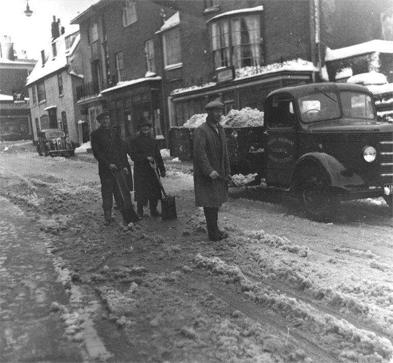 Photograph. Clearing the snow in Market Street - 1949 (North Walsham Archive).
