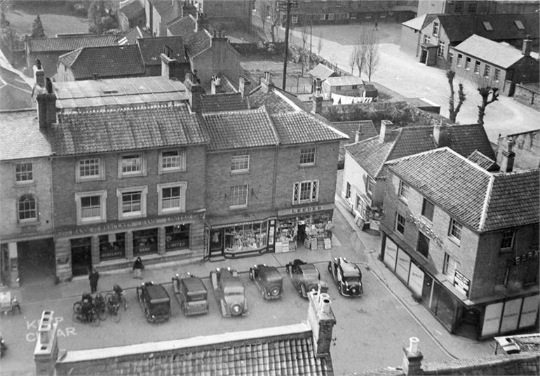 Photograph. North Walsham Market Place 1939 (North Walsham Archive).
