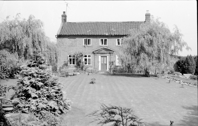 Photograph. Pond Cottage, Banningham. (North Walsham Archive).