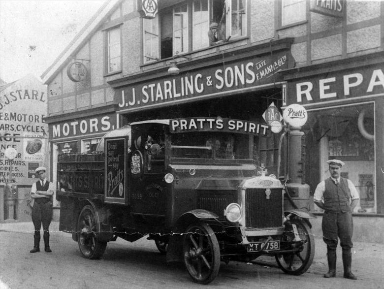 Photograph. Starling's Garage, Norwich Road, North Walsham (North Walsham Archive).