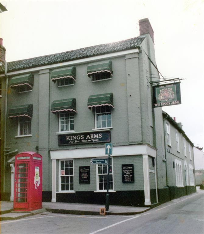 Photograph. Kings Arms Hotel, North Walsham (North Walsham Archive).